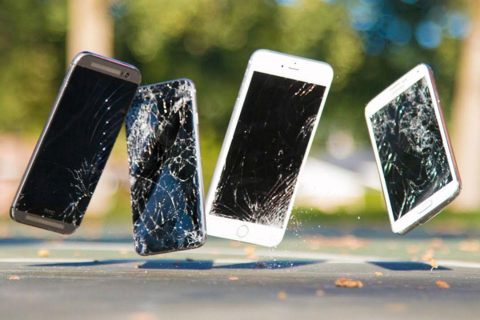 Bagaimana jika iPhone terjatu dari pesawat?